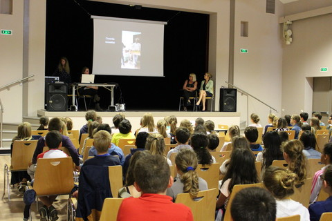 Projection du film relatif au gaspillage alimentaire auprès des écoliers de l'école élémentaire Louis Lemonnier